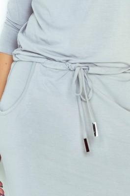 13-52 Šviesiai pilka laisvalaikio suknelė su kišenėmis Numoco
